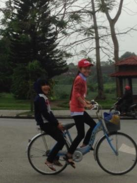 vietnam biking girlsFotor